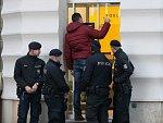 Údajná bankovní loupež v Brně. Policisté zasahovali v Masarykově ulici