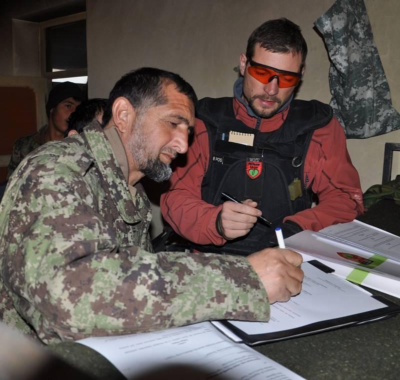 Stavební expert provinčního rekonstrukčního týmu vprovincii Logar vAfghánistánu Jan Pivec (na fotografii vpravo).