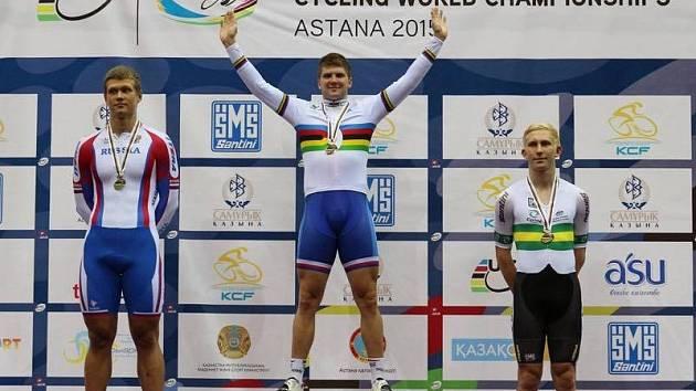 Dráhový cyklista Jiří Janošek získal na juniorském mistrovství světa v Astaně zlatou medaili.