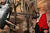 KATOVA VÝBAVA. Popravčí se musel vyznat i v práci s nejrůznějšími mučicími nástroji, aby obviněné donutil k přiznání.