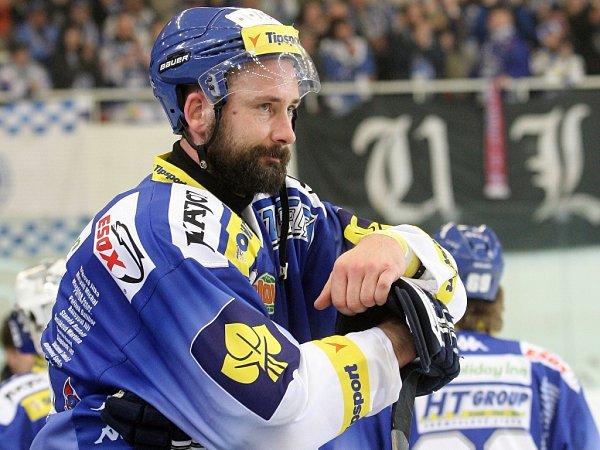 Nejproduktivnější hráč play off útočník Komety Tomáš Divíšek si na krk pověsil stříbrnou medaili.