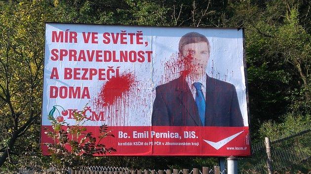Poškození volební billboard. Ilustrační foto