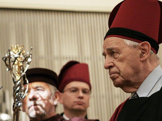 Francouzský skladatel a dirigent Pierre Boulez převzal čestný doktorský titul doctor honoris causa Janáčkovy akademie múzických umění.