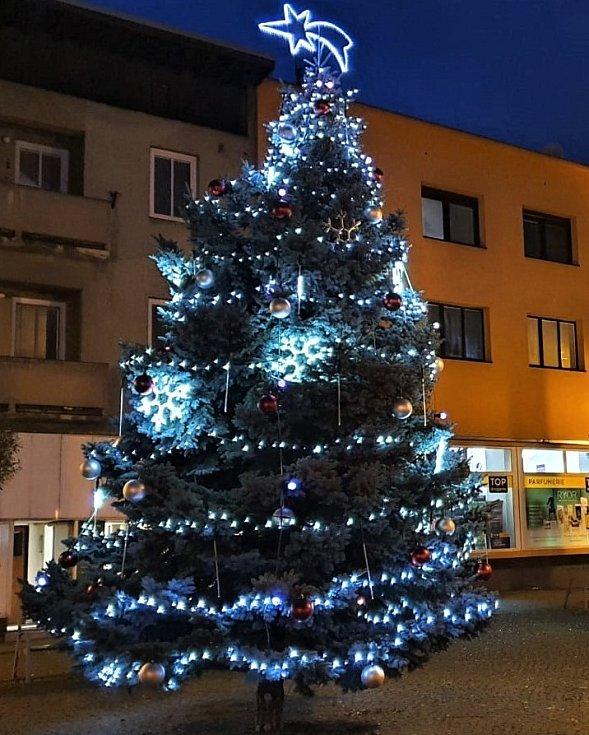 Vánoční strom v Miroslavi.