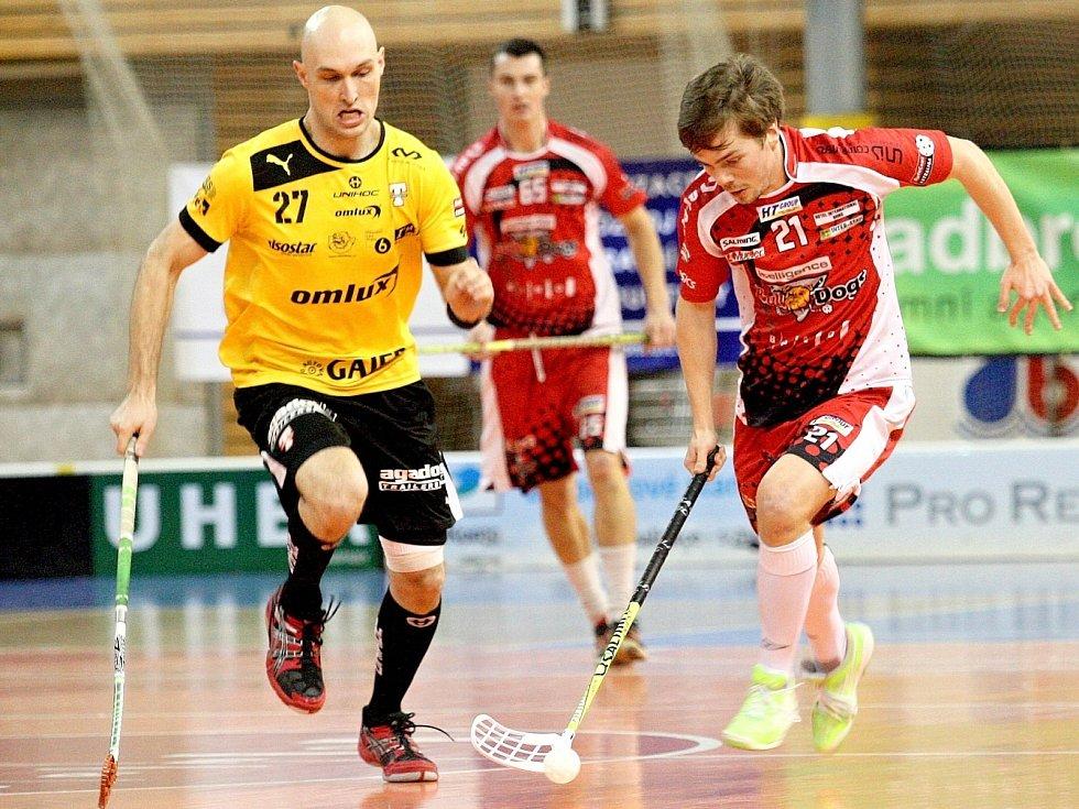 Florbalisté Bulldogs Brno (v červeném Jiří Koutný).