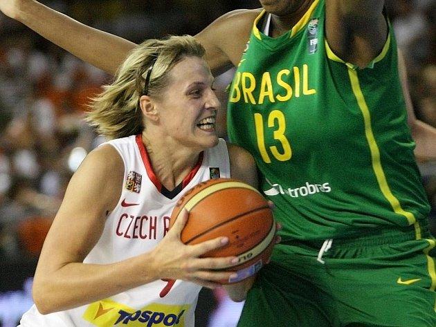 Basketbalistka Horáková na MS proti Brazílii.