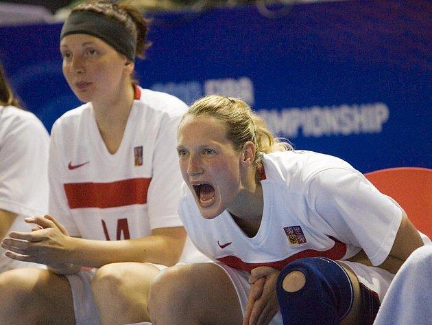 Basketbalistky Pecková a Ferančíková na MS proti Brazílii.