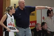 Rozehrávačka basketbalistek Frisco Sika Brno Zuzana Žirková s trenérem Janem Bobrovským.