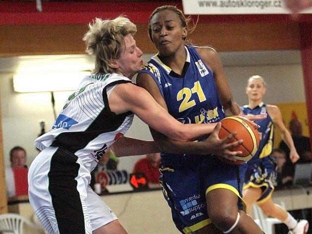 Basketbalistky Frisco Sika Brno s pražskou USK.