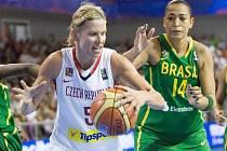 Basketbalistka Večeřová na MS proti Brazílii.