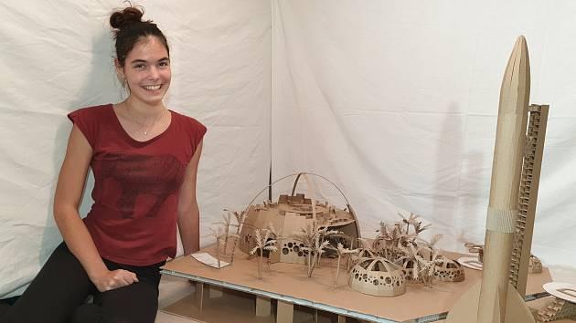 Brněnští středoškoláci vytvořili model letiště z lepenky. Podívejte se