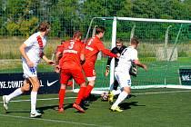 Brněnský výběr (v červeném) v domácím utkání s Pardubicemi jasně dominoval.