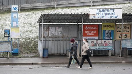 Kvůli předchozímu umístění nástupiště 48 na Zvonařce se mezi provozovateli a dopravcem už dříve rozhořel spor.