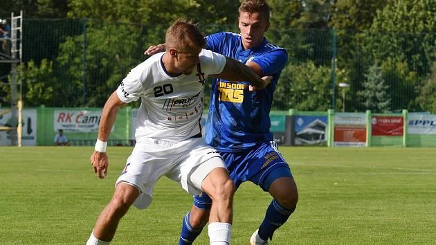 Fotbalista Jan Hladík (v bílém).