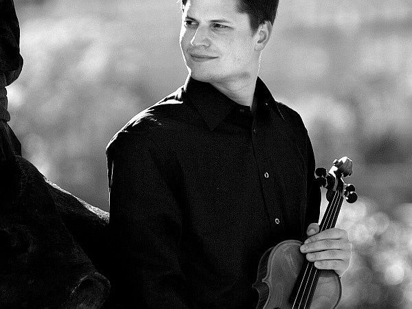 VÍTĚZ PRAŽSKÉHO JARA. Houslový virtuoz Roman Patočka je laureátem houslové soutěže Pražského jara 2003.