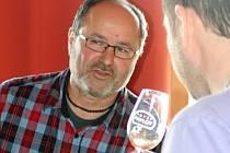 Čtyřiapadesátiletý vinař Georgios Ilias z Pavlova se vínu věnuje od roku 2003. O tři roky později se začal vinařstvím živit naplno. Má pět dětí a šesté je na cestě. Co se týče vinic, ty jeho zabírají pět hektarů a Ilias z nich ročně vyprodukuje kolem dvac