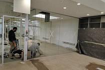 Skleněný interiér pro společnost Notcet ve Vídni dodala firma VV SKLO z Křižanova.