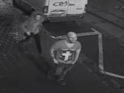 Policisté hledají taxikáře, dvě dívky a muže, co je doprovázel. Dva z hledaných svědků jsou na snímku.