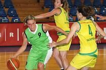 Basketbalistky brněnského Imosu v utkání s maďarskou Šoproní.