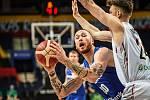 Čeští basketbalisté (Šimon Puršl v modrém) zvítězili v kvalifikaci na ME 2022 nad Belgií 91:86.