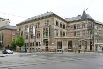 Berglerův palác známější Brňanům pod jménem Muzejka upoutá cihlovou fasádou a detaily typickými pro novogotický sloh. Dřív tam byla kavárna i restaurace, dnes je budova prázdná.