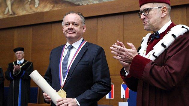 Zlatá medaile pro prezidenta Slovenska: S Moraváky jsme si bližší než Češi, řekl