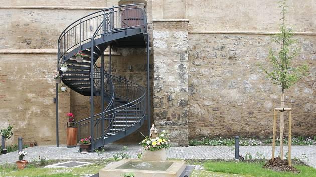 Koncerty, výstavy i relax. Prohlédněte si zrekonstruované zahrady pod Petrovem