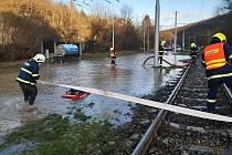 Havárie vodovodu u zastávky Kamenolom.
