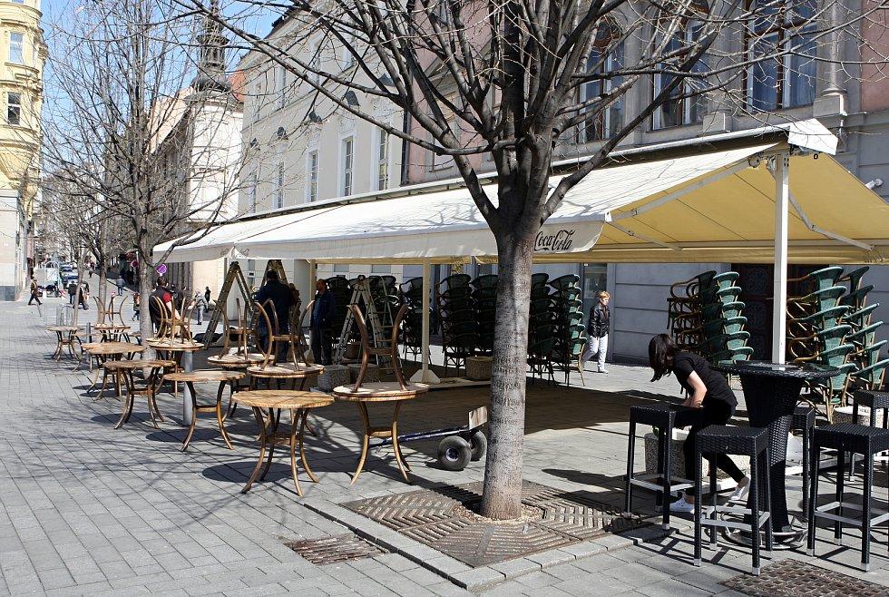 Restaurační zahrádky v Brně v dubnu 2020.