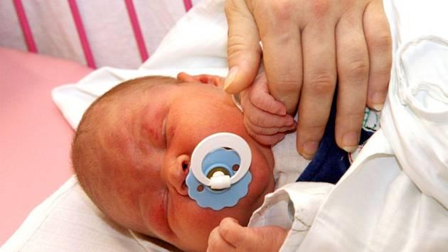 Malý David Brázda vážil v okamžiku porodu 5,58 kilogramu