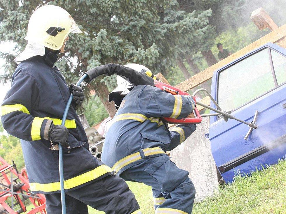 Oslavy sto dvacátého výročí založení sdružení moutnických dobrovolných hasičů.