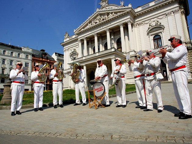 Hasiči oslavili v ulicích Brna svůj svátek už ve čtvrtek.