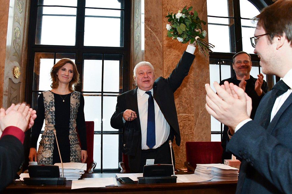 Dlouholetý tajemník brněnského magistrátu Pavel Loutocký (uprostřed) po téměř třiceti letech ve funkci odchází.