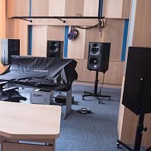 Nové nahrávací studio je vybavené nejmodernějšími technologiemi.