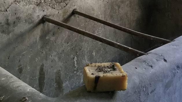 Mýdlo, které se našlo v umývárnách v ženské části bývalé káznice na Cejlu.