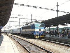 Hned po začátku modernizace dálnice D1 začnou jezdit z Brna do Prahy dva speciální vlaky. Od pondělí do pátku.