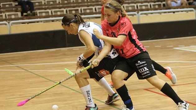 Florbalistky brněnských Židenic v zápase druhého kola extraligy prohrály s Olomoucí po nájezdech 3:4.