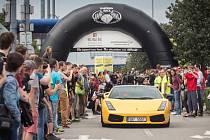 V Brně odstartoval závod luxusních aut Diamond Race.
