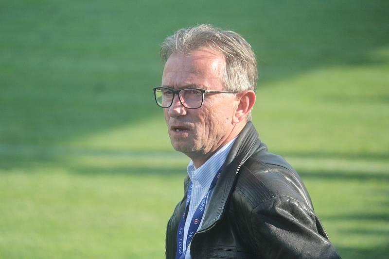Za výbornými výkony stál i trenér Miloslav Machálek, jemuž se v říjnu povedl kariérní posun. Po odvolání kouče Pavla Šustra se stal trenérem Zbrojovky.