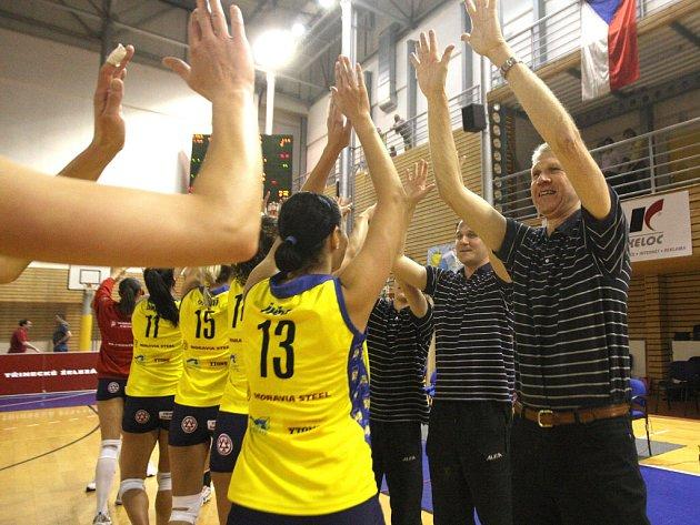 Volejbalistky KP Brno padly 0:3 na sety a svěřenkyně exbrněnského trenéra Miroslava Čady tak mohou po vítězství 3:1 na zápasy slavit premiérový extraligový titul.