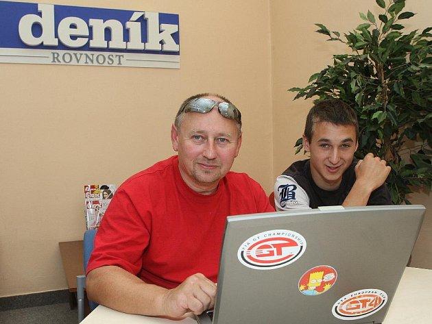 OTEC A SYN. Karel a Karel Peškovi. Pešek junior je motocyklový závodník.