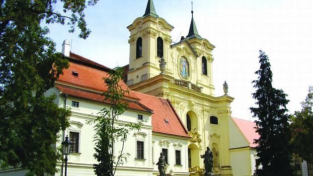 Barokní kostel svatého Petra a Pavla v Rajhradě.