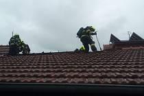 Hasiči požár v Podolí na Brněnsku likvidovali dvěma vodními proudy. Foto: HZS JMK