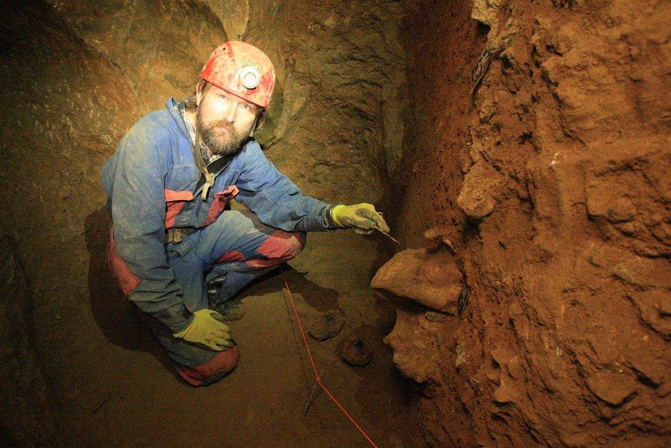 O nálezy pozůstatků medvědů není v Barové jeskyni nouze.
