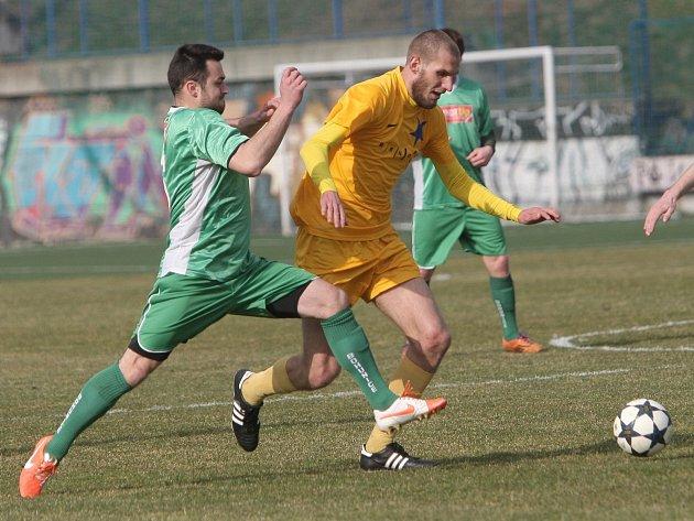 Moravská Slavia (ve žlutém) porazila v souboji týmů usilujících o postup do divize Bohunice 1:0.