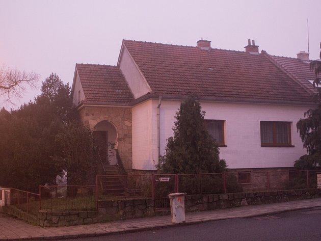Sváteční dny ve strachu a zděšení prožívali lidé v Ivančicích na Brněnsku. V noci na třiadvacátého prosince tam v Hornické ulici někdo zavraždil jejich devadesátiletého souseda.