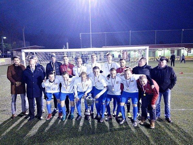 Čeští reprezentanti po kontinentálním šampionátu v Praze ovládli také Evropský pohár v malém fotbalu hráčů do 21 let v Jevišovicích na Znojemsku.