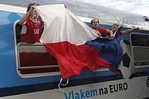 Vlak odveze české fanoušky až do Varšavy, kde se dnes český fotbalový tým utká s Portugalském.