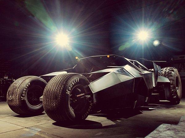 Největší atrakcí Gumballu 3000je dvouapůltunový Batmobil.