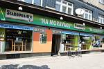 S NÁLEPKOU. Sportbar Na Moraváku ležící na Moravském náměstí je kuřácký.